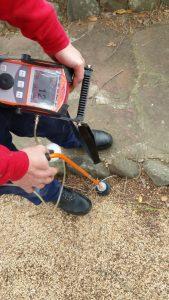 Localización de agua en jardín mediante equipo gas trazador.